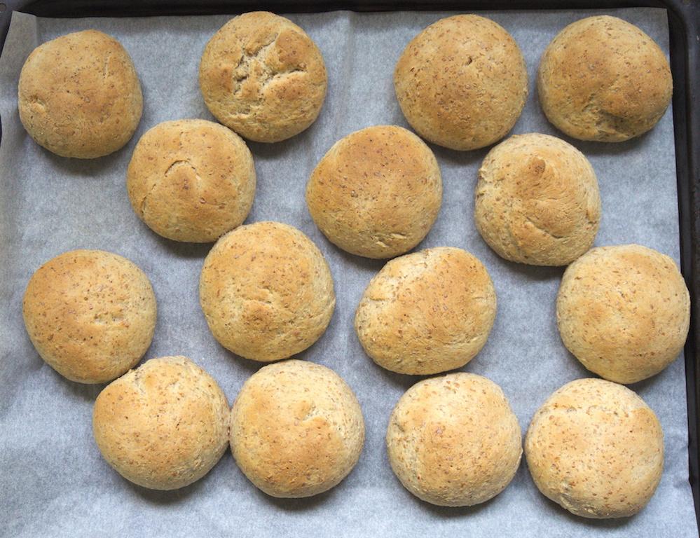 De zelfgebakken broodjes