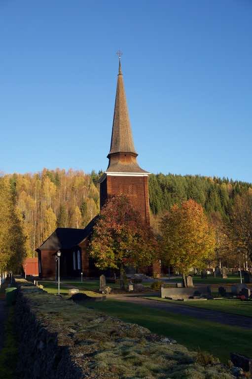 De kerk naast ons huis heb ik ontelbare keren op de foto gezet, het blijft een plaatje.