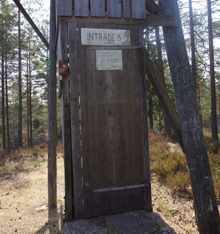 5 kronen per bezoeker, het blikje hangt naast de deur.